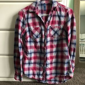 Women's plaid flannel button down shirt